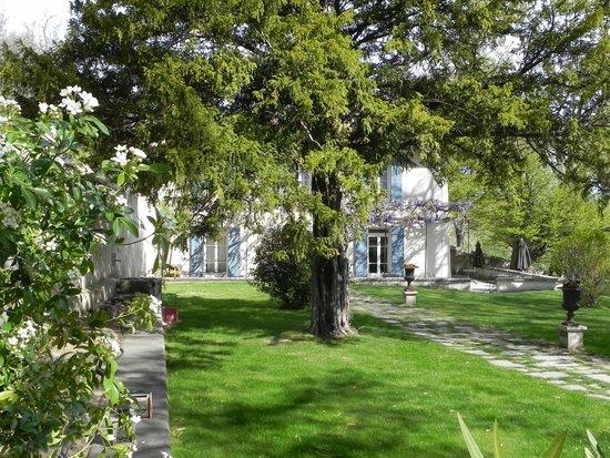 Restaurant le Pont de l Orme: le jardin