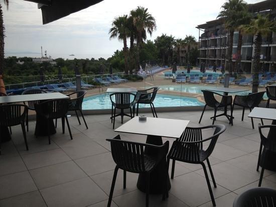 Hotel Baie des Anges : piscine sotto il bar