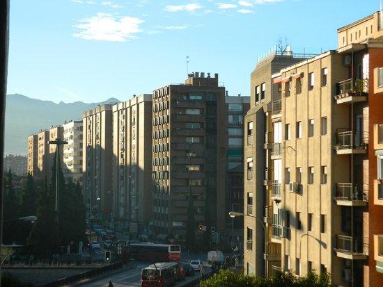 Hotel Dauro Granada: Vista lateral desde la habitación