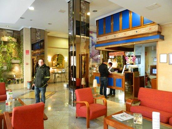 Hotel Dauro Granada: Recepción