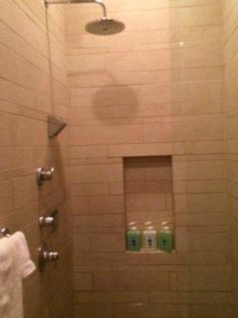 Qua Baths & Spa: Showers