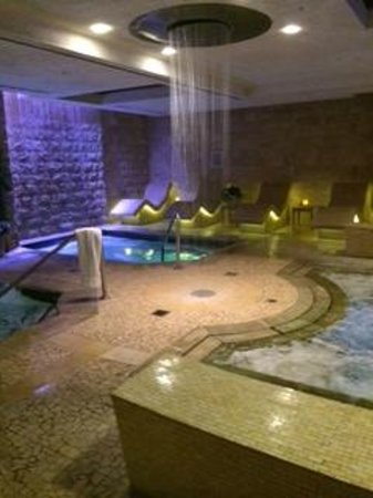 Qua Baths & Spa: 3 Hot Tubs....1 is HOT, 1 Cold, and 1 body temperature.