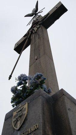 Basilica de Santa Maria de Guadalupe : Cruz al viento