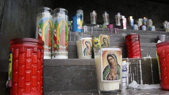Basilica de Santa Maria de Guadalupe : Plegarias de parafina