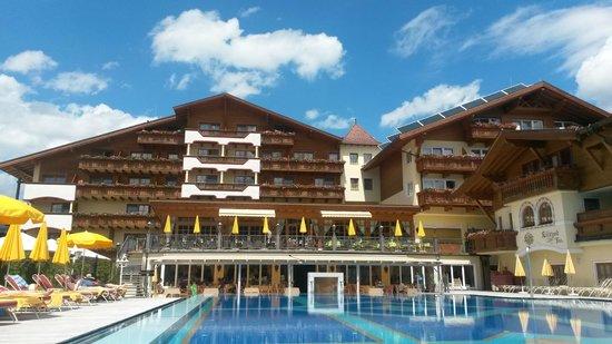 Alpenpark Resort: Aussicht vom Pool