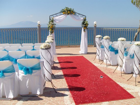 Balcony Hotel: Wedding alter