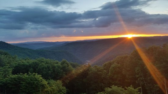 Pipestem Resort State Park: Sunset view from our Balcony (Gorge View room)