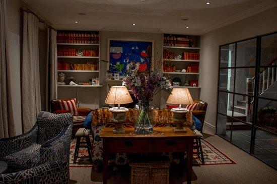 The Idle Rocks: Reception room