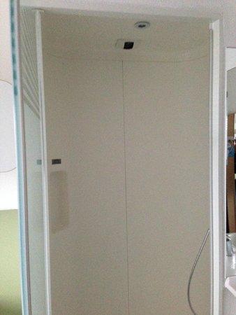 Hotel ibis budget London Whitechapel - Brick Lane : shower