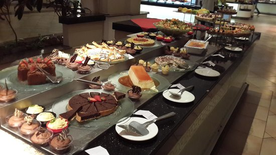 Sugar Beach Golf & Spa Resort: Buffet at Mon Plasir