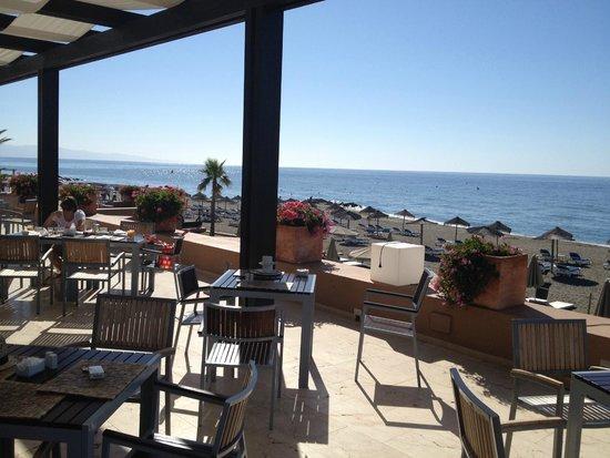 Hotel Guadalmina Spa & Golf Resort: Il ristorante con splendida vista mare anche per la colazione
