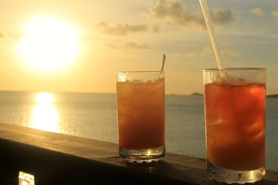 COCOS Hotel Antigua: cocktail at sunset