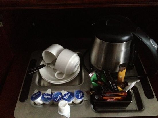 Red Cow Moran Hotel: Coffee and tea station is well stocked