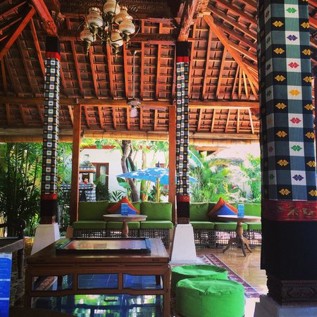 Sudamala Suites & Villas : Pool area/ library