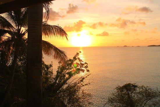 COCOS Hotel Antigua: tramonto dalla camera