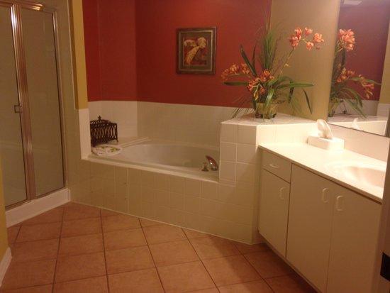 Holiday Inn Club Vacations At Orange Lake Resort: Bathroom