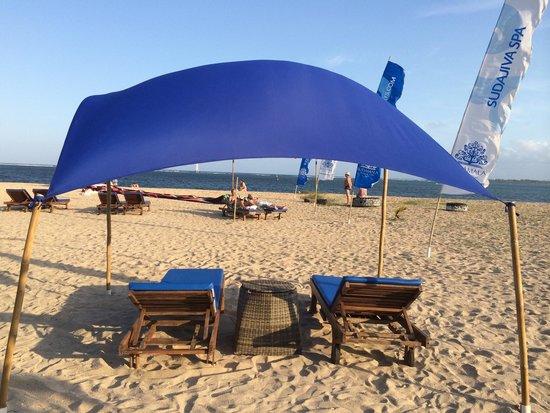 Sudamala Suites & Villas: Hotels private beach area