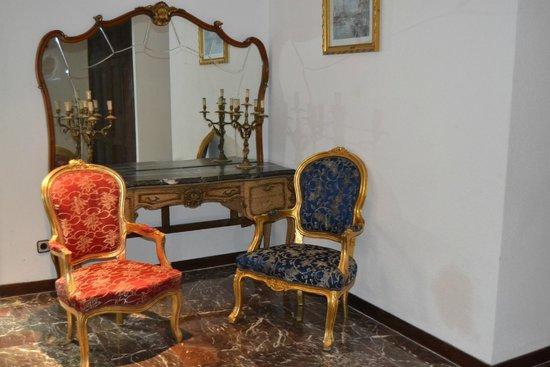 Petit Mirador : Parte del recibidor de dentro de la suite