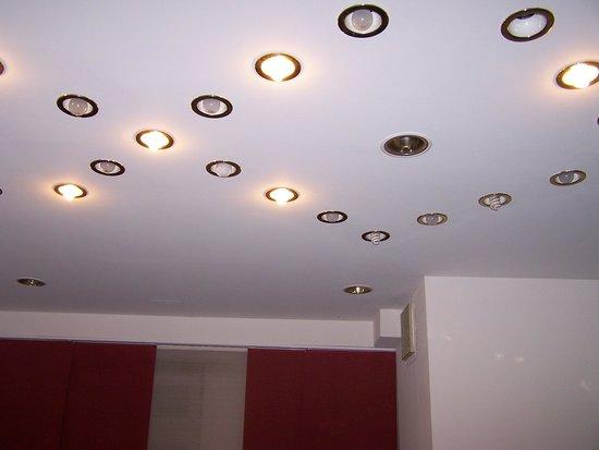 Prinzhotel Rothenburg : No lightbulbs or different types: 4 stars??