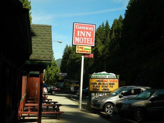 Gateway Inn & Cabins : Great Location!
