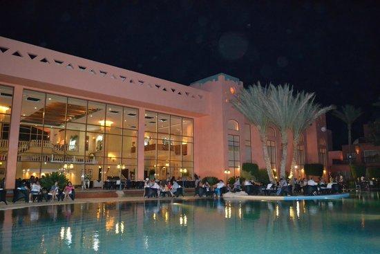 Nubian Island Hotel: Вечерело...
