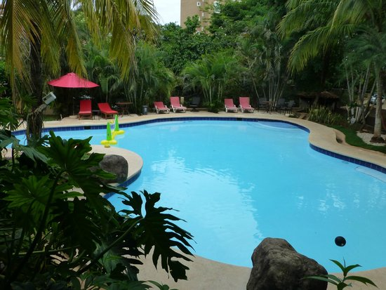 Hotel Luamey: Part of the swimming pool