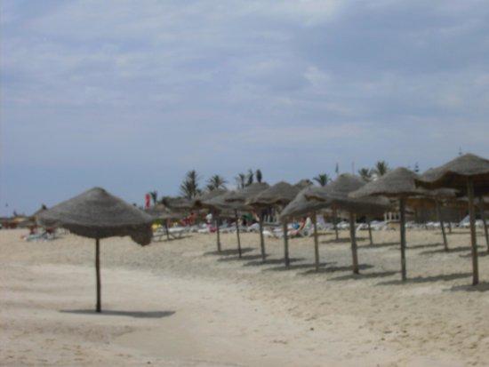 Medina Belisaire & Thalasso: view down beach