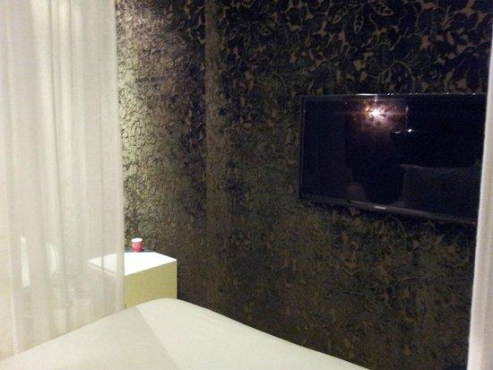 Legend Hotel by Elegancia: Pantalla LCD