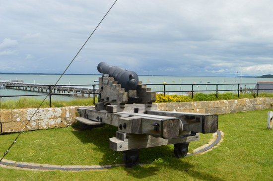 Yarmouth Castle: Defending the approach