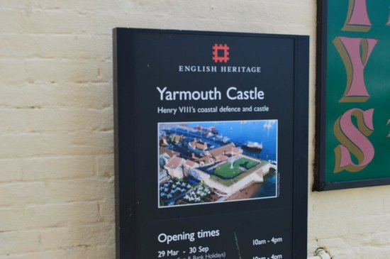 Yarmouth Castle: Actual size of the castle!