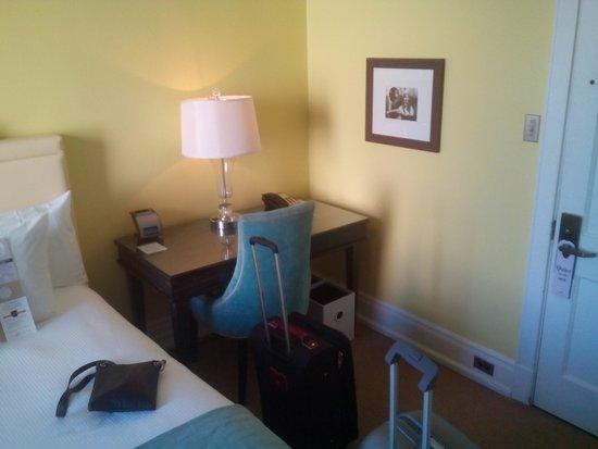 Hotel deLuxe : Desk