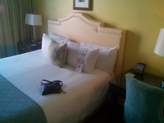 Hotel deLuxe : bed