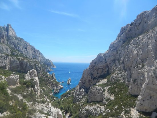 Calanque du Sugiton : View from the main trail leading down to the pools