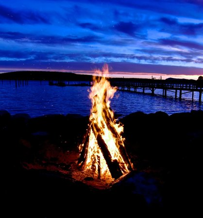 West Beach Resort: Nightly Bonfire