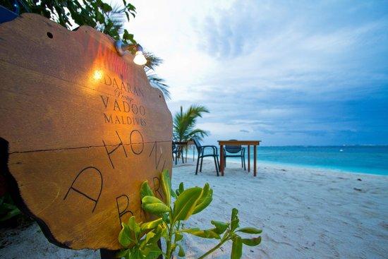 Adaaran Prestige Vadoo: Bar on the beach