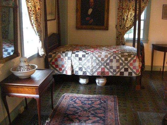Pratt House: Bedroom