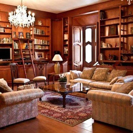 Casa de los Arcangeles: Biblioteca