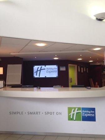Holiday Inn Express Stansted Airport: bilde fra resepsjonen
