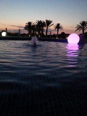 Grand Hotel Masseria Santa Lucia: la piscina di notte