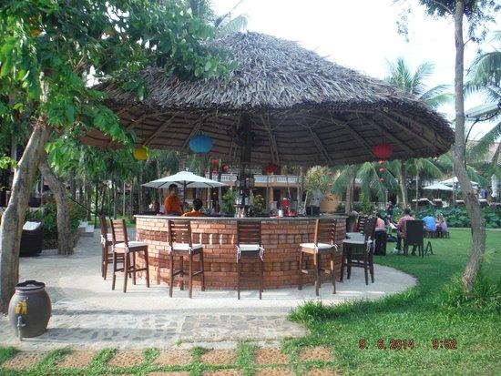 Vinh Hung Riverside Resort : Nice bar by the river