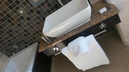 Doubletree by Hilton, Dunblane-Hydro: Bathroom
