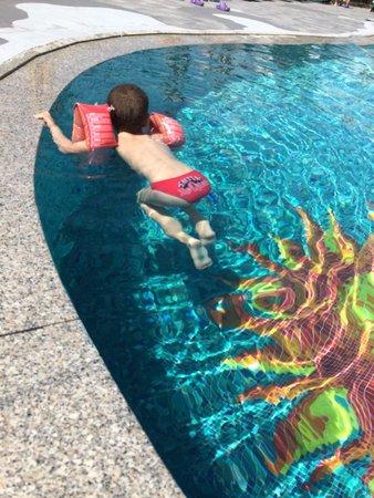 Family Hotel Primavera: un bagno in piscina