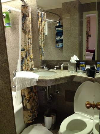 Hotel Monteleone: Our Traditional King bathroom