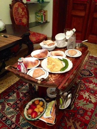 Atmosfere del Centro Storico : Unbelievable breakfast brought to our room every morning! There are two tiers to this breakfast
