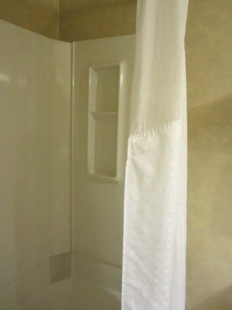 Holiday Inn Express Cedar City : LOVE LOVE LOVE the cloth shower curtains!!