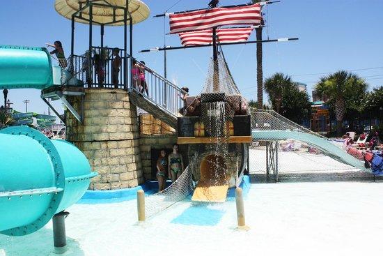 Big Kahuna's Water and Adventure Park: slash, wading pool side