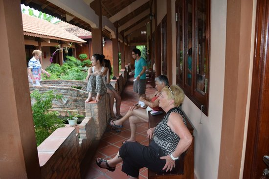 Gite Nam Hien: discutions autour du jardin d'agrément