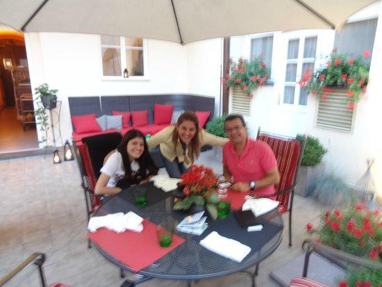 Hotel Leonardo Prague: Jantar no Jardim Interno