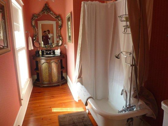 Robert Ruark Inn: Our Bathroom