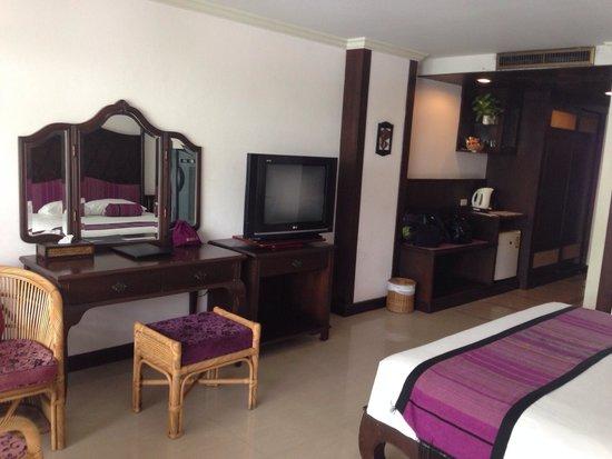 Cha-Am Methavalai Hotel: Grote kamer